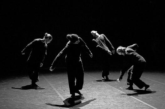 Spectacle: La traversÈe, ChorÈgraphe: Nacera Belaza, InterprËtes: Dalila Belaza, AurÈlie Berland, Anne-Sophie Lancelin, Mohamed Ech-Charquaouy, LumiËres: Nacera Belaza et Gwendal Malard, Dans le cadre de la Biennale de la Danse de Lyon, Lieu: TNP Villeurbanne, le 15/09/2014